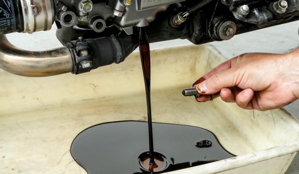 cambio de aceite de la moto - mantenimiento