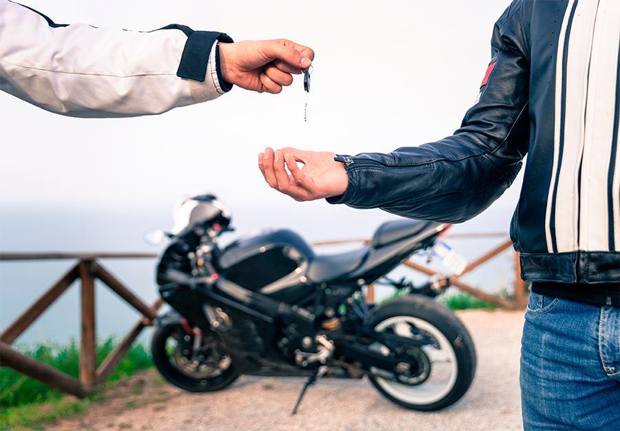 Voy a vender mi moto usada. ¿Estoy obligado a dar garantía?