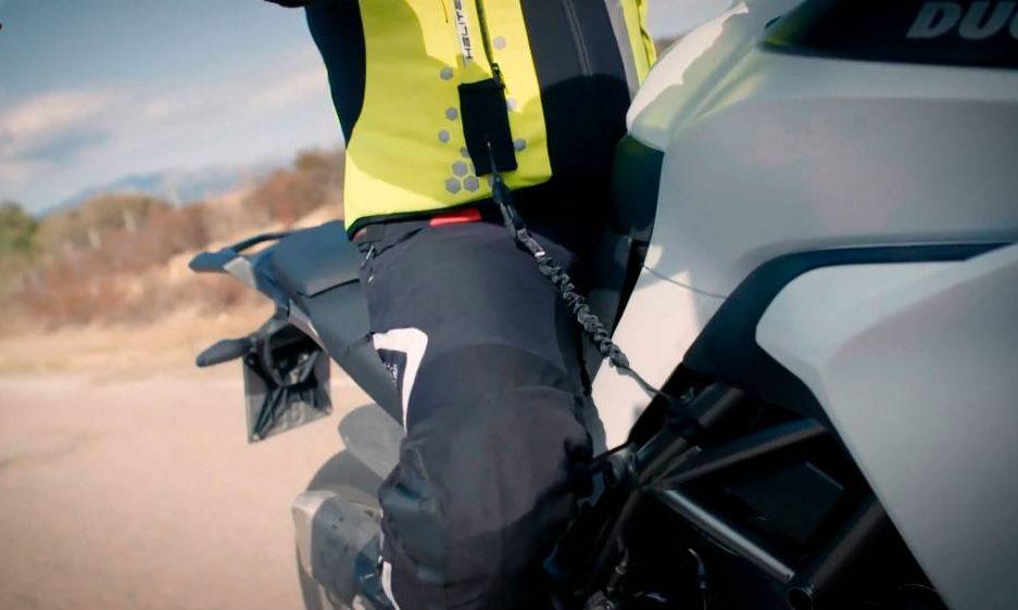Chaleco con sistema de airbag mecánico para moto