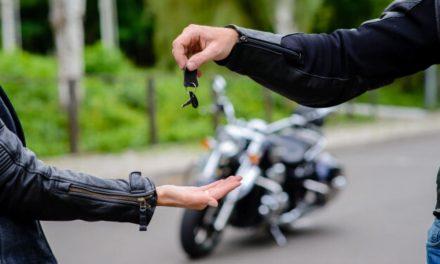 Trámites para cambiar la titularidad de una moto en caso de compra-venta