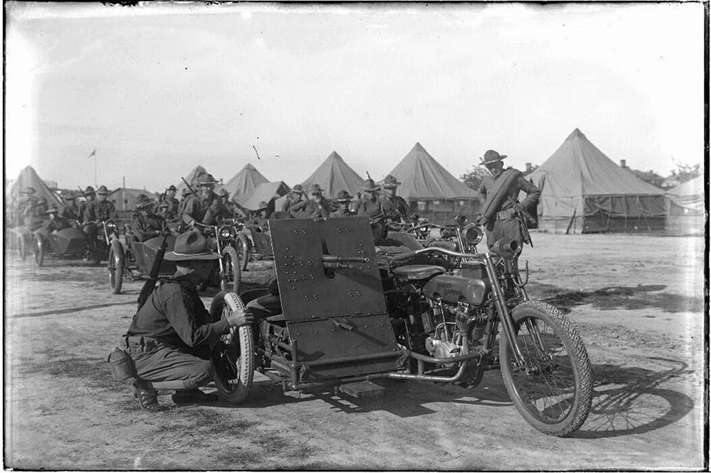 Sidecar preparado para combatir en la Primera Guerra Mundial
