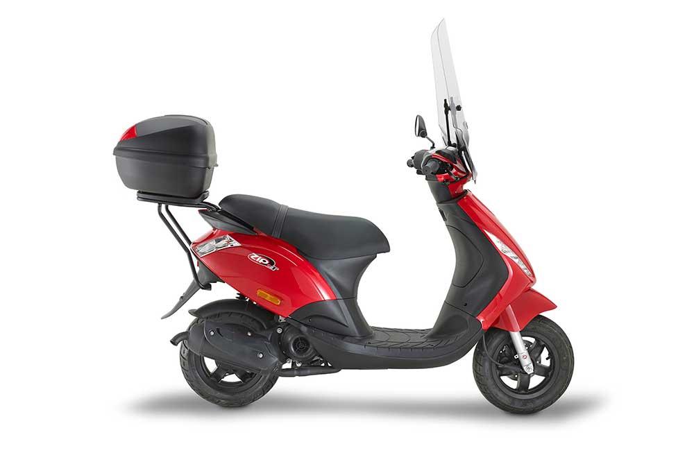 Con la nueva movilidad es posible que recuperes tu viejo ciclomotor, que puedes actualizar con algo de equipamiento